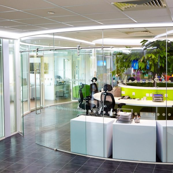 Single glazing | Curved glazing | Frameless glazing | Office fitout |